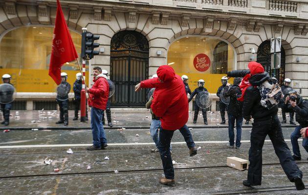 Παρέλυσε το Βέλγιο από την «ιστορική» γενική απεργία. Επεισόδια στις