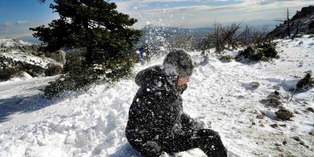 Με τσουχτερό κρύο και χιόνια την