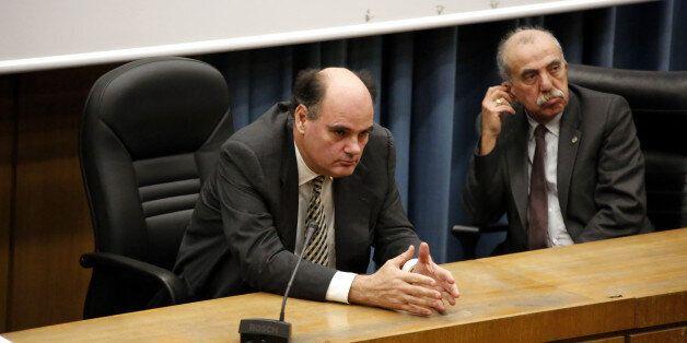 Φορτσάκης εναντίον κυβέρνησης: Ζητά πίσω τους Διοικητικούς και τις