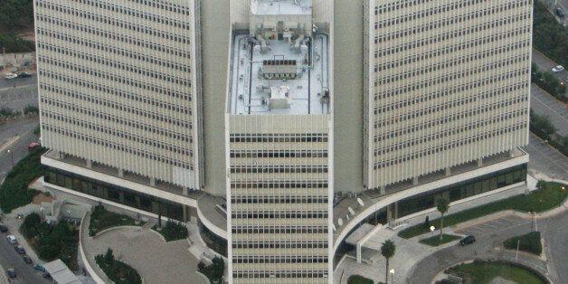 ** ARCHIV ** Eine Luftaufnahme vom 7. Okt. 2007 zeigt das Hauptverwaltungsgebaeude des griechischen Telekommunikationsunternehmens...