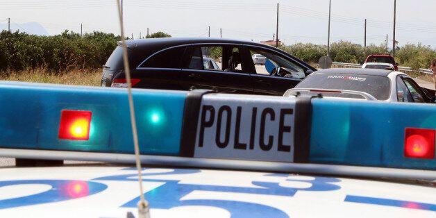 Εφηβική ένοπλη συμμορία «χτύπησε» στη Μάνδρα. Οδηγούσαν και είχαν