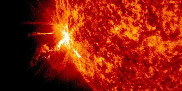 Οι ηλιακές εκρήξεις είναι ό,τι πιο όμορφο έχετε δει: Βίντεο της