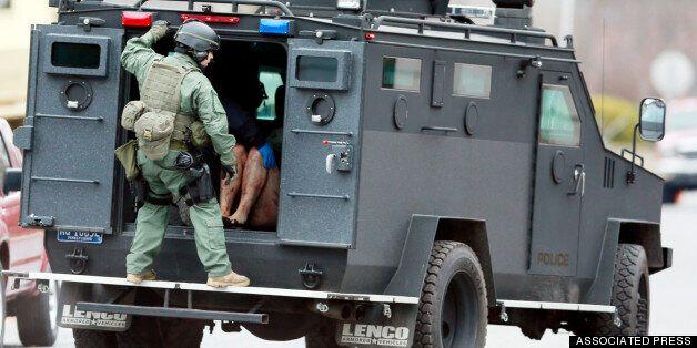 Οπλισμένος, επικίνδυνος και σε αμόκ κυκλοφορεί στη Φιλαδάλφεια ο δράστης έξι