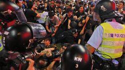 Συλλήψεις και επιδρομή αστυνομικών στο χώρο των διαδηλωτών στο κένρο της