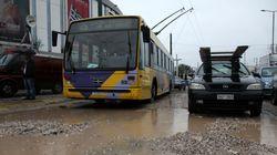 «Χάος» στους δρόμους. Καθίζηση, πλημμύρες και βράχοι σε Αιγάλεω, Ίλιον και