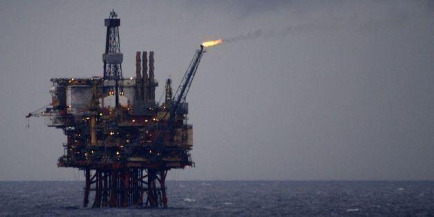 Πώς και γιατί ανάβουν τη φλόγα στις πλατφόρμες πετρελαίου;