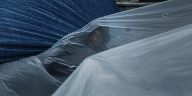 Σύριοι πρόσφυγες: Στο Σύνταγμα υπό βροχή μέχρι να πάρουν άσυλο
