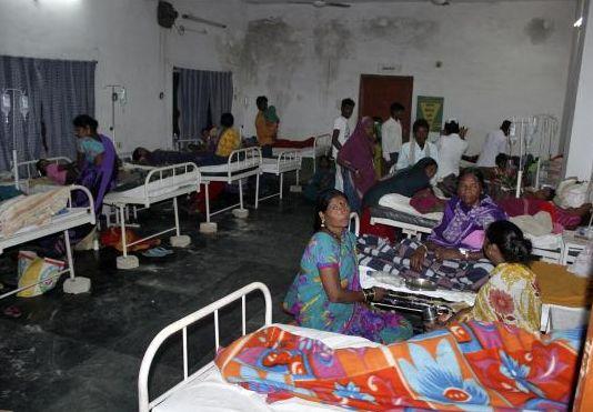 Γιατροί στην Ινδία φουσκώνουν τις κοιλιές των γυναικών με