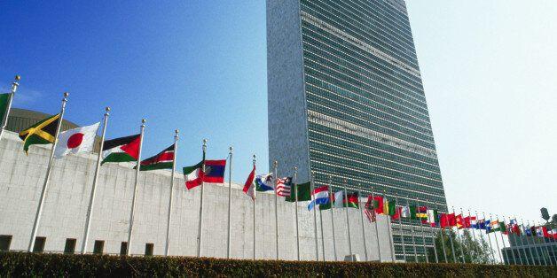 Νομικό πλαίσιο για την αναδιάρθρωση χρέους των κρατών ζητά ο