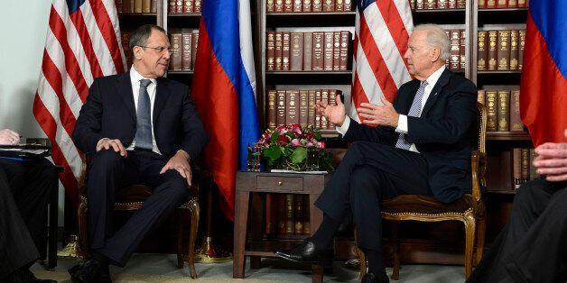 Φωτογραφία από συνάντηση του Τζο Μπάιντεν με τον Σεργκέι Λαβρόφ το