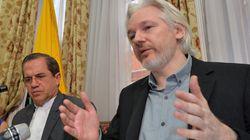 Τζουλιάν Ασάνζ: Η Google δουλεύει για το FBI και τη