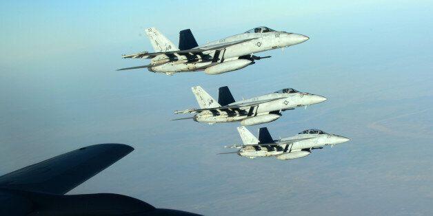 Αεροσκάφη F-18E Super Hornet του αμερικανικού πολεμικού ναυτικού πάνω από το βόρειο Ιράκ (φωτογραφία