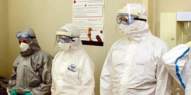 Ατομικά μέτρα προστασίας υγειονομικού προσωπικού ΕΚΑΒ - από άσκηση για τον ιό του Έμπολα τον
