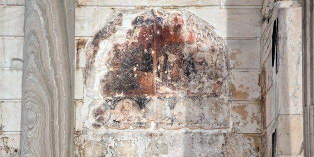 Τοιχογραφία της προσευχής της Γεσθημανής πάνω στον μαρμάρινο τοίχο της βιβλιοθήκης
