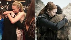 Sansa e Jon Snow di nuovo insieme agli Emmy. Il loro abbraccio mostra complicità