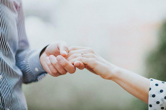 Έρχονταν να παντρευτούν στην Ελλάδα, αλλά η πτώχευση της Thomas Cook τους χάλασε τα