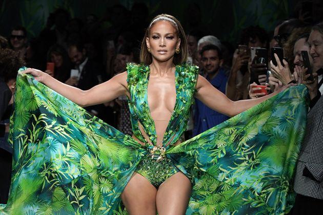 J.Lo a cloturé le défile Versace lors de la Fashion Week de Milan avec sa mythique