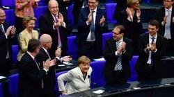 Avec une courte majorité, Merkel entame un mandat de chancelière semé