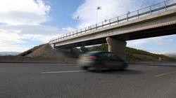 Stations de péage à l'autoroute est-ouest dans son tronçon ouest fin octobre