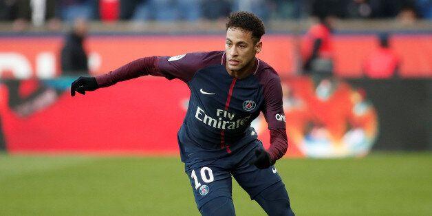 Neymar lors d'un match entre le Paris Saint-Germain et le RC Strasbourg, Parc des Princes, Paris, France,...