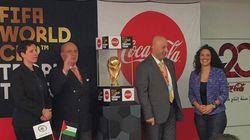 Le trophée de la Coupe du monde de foot attire des milliers de