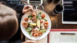 Ce bar à salade vous propose 4 idées de salades à concevoir vous-même pour des plats nutritifs et