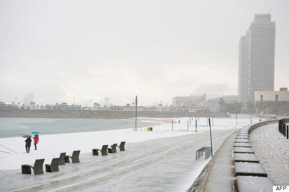 Neige à Barcelone: même les plages de la ville sont