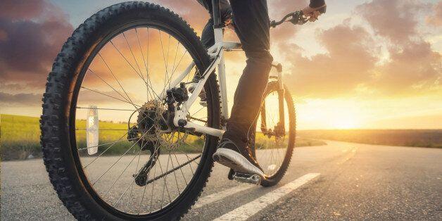 Du cyclisme de loisir au sport extrême en Tunisie: L'état des lieux du professionnel Abdelatif Jelassi