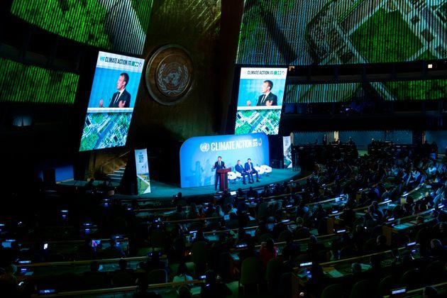 Emmanuel Macron s'exprime à la tribune du sommet des Nations Unies pour le climat à New...