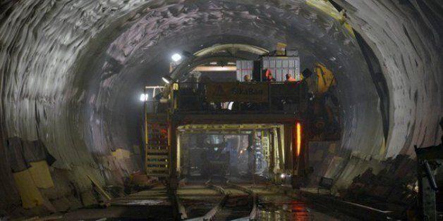 Aéroport d'Alger: Travaux de creusement d'un tunnel ferroviaire sous la rocade Dar el Beida-Ben