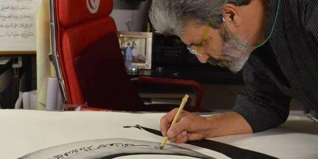 Le calligraphe tunisien Abderrazak Hamouda annule son évènement aux Émirats en solidarité avec les