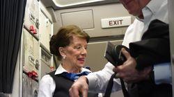Toujours active à 81 ans, une hôtesse de l'air suspend le vol du