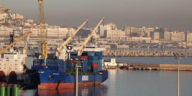 Vue générale du port d'Alger, le 6 décembre
