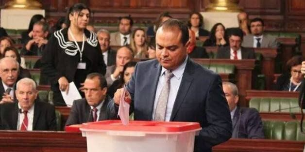 Sofien Toubel veut trouver un emploi de délégué au fils d'un député? La toile tunisienne l'inonde de...