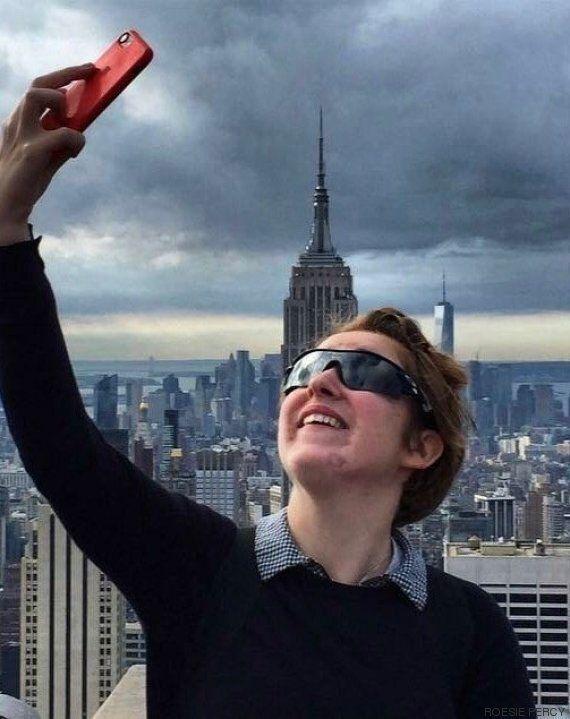 Une adolescente aveugle exprime par la photo une vision du monde comme