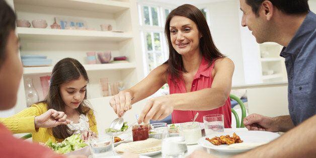 Pourquoi il est primordial que vous mangiez avec vos