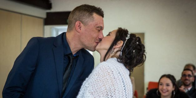 Atteinte d'un cancer incurable, elle se marie en un temps record grâce à une cagnotte sur