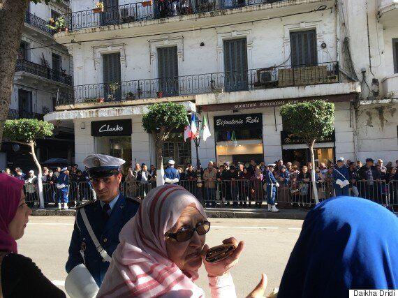 Macron du point de vue de la foule: 400 mètres de déambulation, quelques youyous et une halte inintelligible...