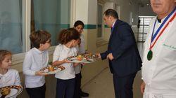 Quand des élèves s'initient à la gastronomie et cuisinent pour les adultes à l'école Robert Desnos de