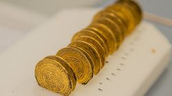 Des pièces d'or marocaines du XIIe siècle trouvées au pied d'une abbaye en