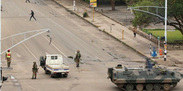 Soldiers stand on the streets in Harare, Zimbabwe, November 15, 2017. REUTERS/Philimon