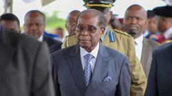 Au Zimbabwe, l'armée et les manifestants dansent pour demander le départ de