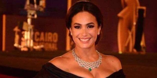 L'actrice tunisienne Hend Sabri reçoit le prix d'excellence Faten Hamama en adressant un message à la...