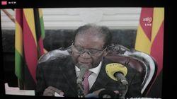Zimbabwe: le président Mugabe défie les appels à sa