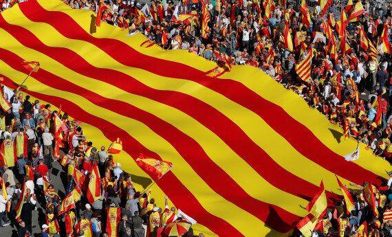 Manifestation à Barcelone, l'Espagne toujours dans