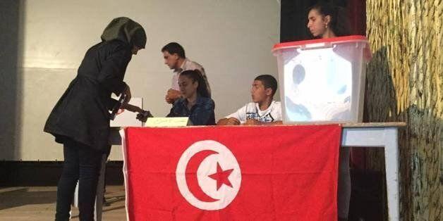 De Ghomrassen, l'ambassadrice du Canada en Tunisie salue l'exemple de démocratie d'élèves