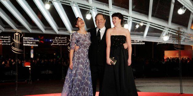 Harvey Weinstein entouré des actrices Valeria Bilello (à gauche) et Alexandra Roach (à droite) pendant...