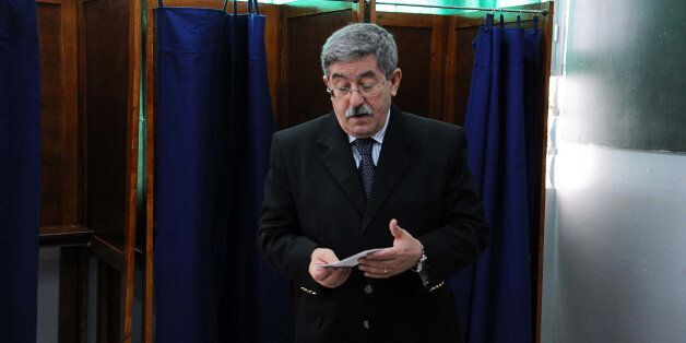 Ahmed Ouyahia se preparant a voter aux legislatives du 10 mai 2012 AFP PHOTO / FAROUK BATICHE (Photo...