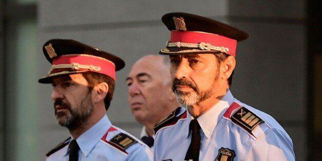 Josep-Luis Trapero (d), chef de la police de Catalogne, poursuivi