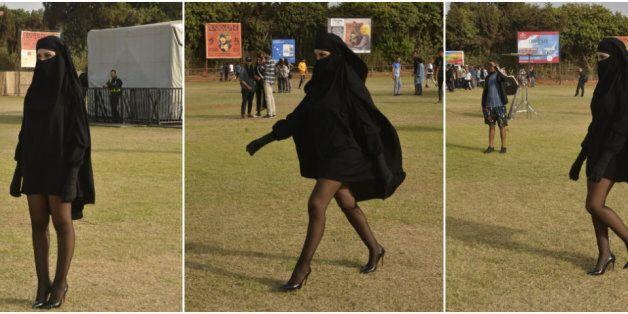 Mi-voilée sous une burqa, mi-sexy, elle dévoile ses jambes au festival L'Boulevard (et on sait